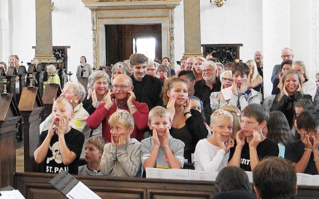 Fællessang i festugen